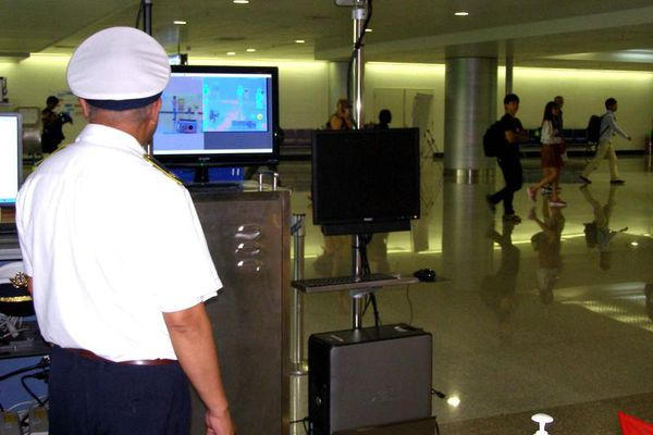 Cách ly 2 hành khách Trung Quốc sốt cao tại sân bay Nội Bài
