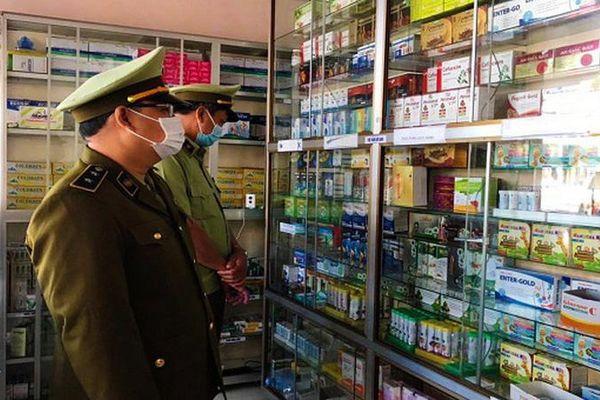 Quảng Trị: Xử lý nhiều cơ sở bán khẩu trang y không niêm yết giá