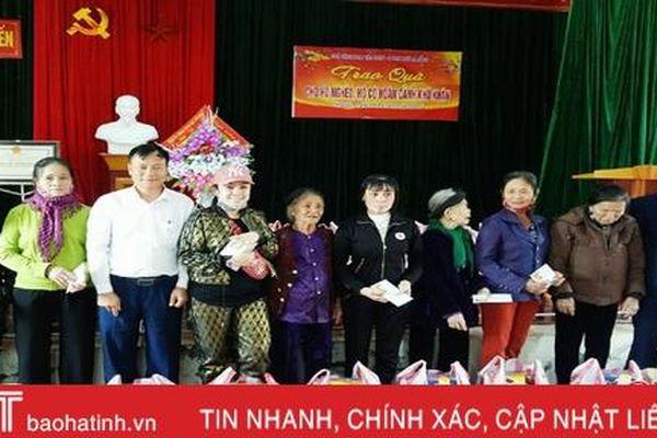 Trao 400 suất quà cho hộ nghèo ở Thạch Hà