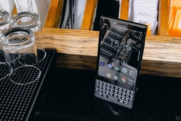 'Tượng đài' BlackBerry ngậm ngùi khai tử toàn bộ điện thoại chạy Android