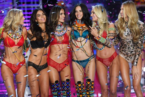 100 người mẫu yêu cầu Victoria's Secret kiểm soát nạn xâm hại tình dục