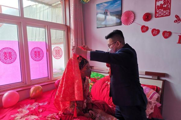 Đám cưới không khách mời, dài 2 phút giữa mùa dịch corona