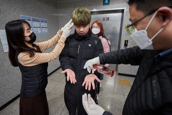 Bị ký túc xá Hàn Quốc buộc cách ly, nhiều sinh viên TQ không có chỗ ở