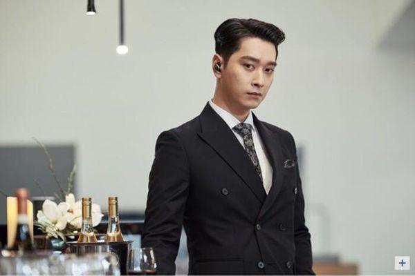 Choi Yeo Jin đăng ảnh cưới cùng Hwang Chan Sung (2PM): Sao Hàn phản ứng ra sao?