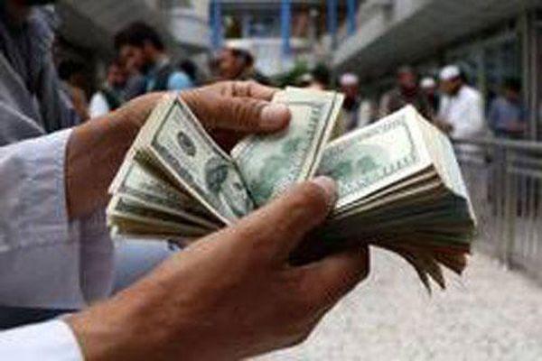 Bồi bàn 'choáng váng' vì được tỷ phú boa 5.000 USD