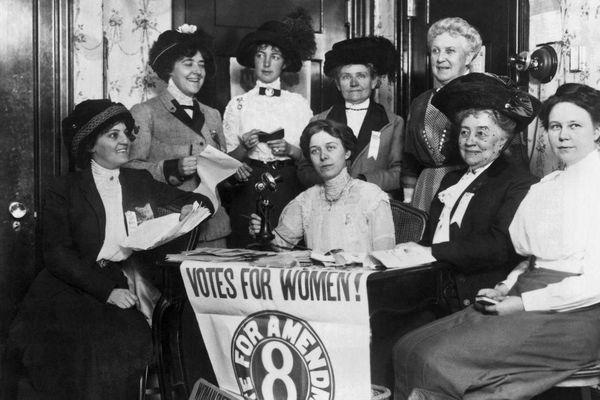 Cuộc sống của những người phụ nữ 100 năm trước