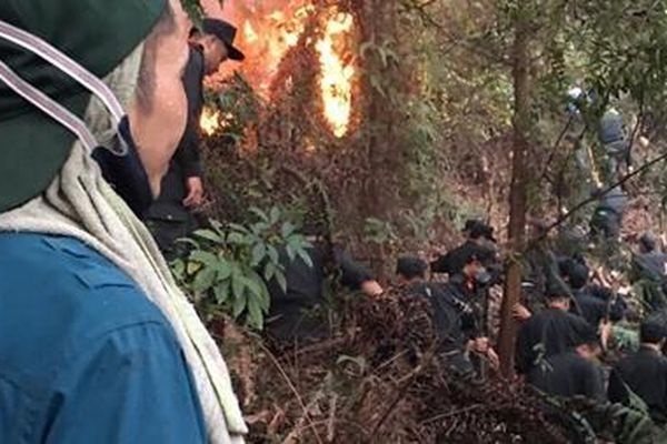Trung đoàn CSCĐ Thủ đô huy động 100 CBCS chữa cháy rừng phòng hộ Sóc Sơn
