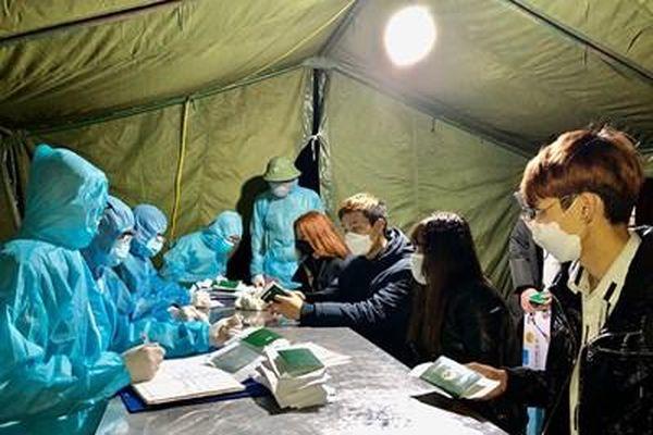 Bộ CHQS tỉnh Hà Nam tiếp nhận và cách ly 71 công dân trở về từ Hàn Quốc
