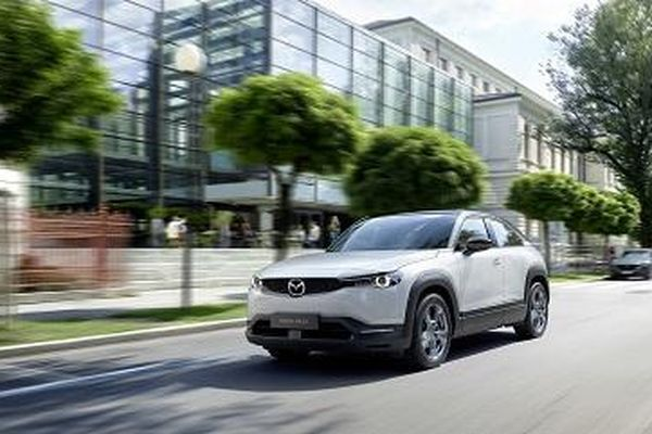 2021 Mazda MX-30 First Edition EV chạy điện, giá hơn 900 triệu