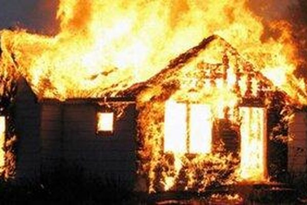 Cháy nhà trong đêm, mẹ cùng hai con nhỏ tử vong thương tâm