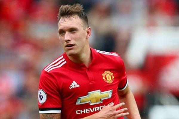 'Cầu thủ ấy không thể trở thành thủ lĩnh Man Utd vì...'