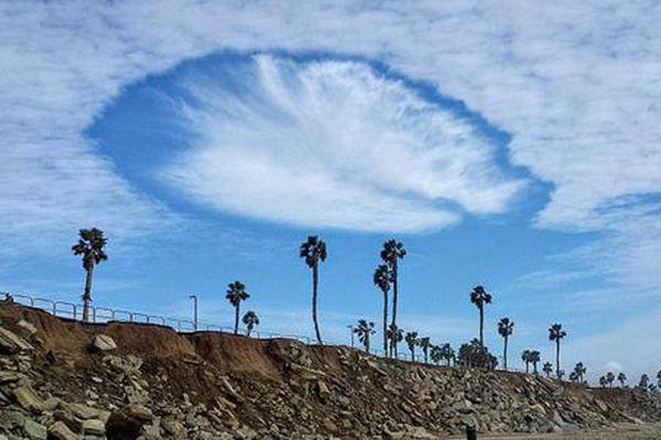 'Người ngoài hành tinh' rẽ mây ngắm biển 'gây sốt'