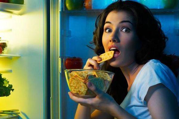 Danh sách các bệnh khủng khiếp 'tàn phá' cơ thể khi thường xuyên ăn tối muộn