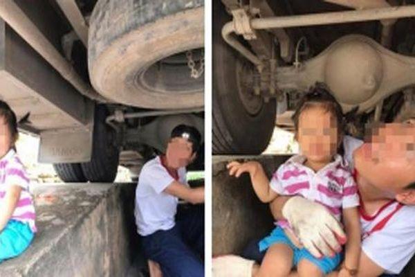 Mẹ khoe ảnh 2 bố con ngồi gầm ô tô: Người khen gia đình hạnh phúc, người lại chê nguy hiểm