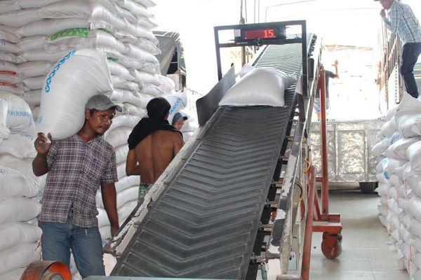 Doanh nghiệp cầu cứu Thủ tướng vì 'bất cập' mở tờ khai xuất khẩu gạo giữa đêm
