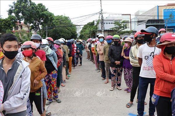 Tạm dừng phát gạo miễn phí tại thành phố Kon Tum
