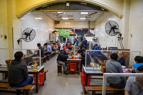Hà Nội: Các quán phở rục rịch đón khách trở lại sau giãn cách xã hội