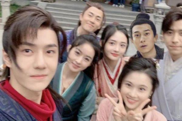 'Hữu Phỉ' đóng máy: Vương Nhất Bác, Triệu Lệ Dĩnh cùng dàn diễn viên nói lời chào tạm biệt
