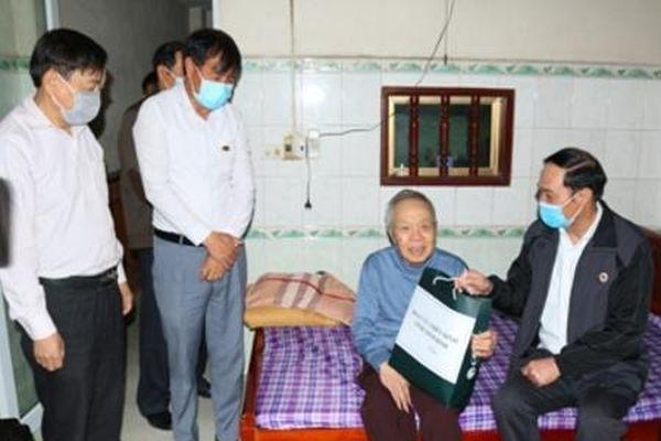 Hội cựu chiến binh tỉnh Ninh Bình thăm, tặng quà hội viên trực tiếp tham gia chiến đấu giải phóng miền Nam