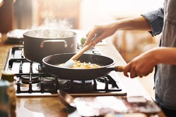 Không muốn cả nhà 'rước ung thư vào người' thì bỏ ngay cách nấu nướng này