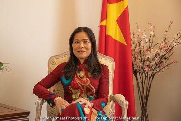 Bài học chống dịch Covid-19 của Việt Nam qua lời kể của nữ Đại sứ trên báo nước ngoài