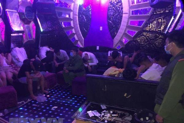 Bắt quả tang nhóm thanh niên sử dụng ma túy trong quán karaoke
