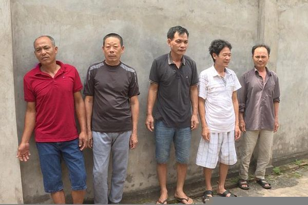 Bắt giữ 5 'lão đại' đang đánh bạc dưới hình thức đánh chắn ở Hưng Yên