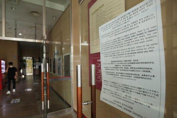 Sinh viên Hàn Quốc muốn trường ngừng dạy trực tiếp vì dịch bùng phát
