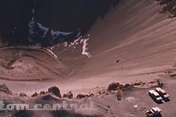 Bom nhiệt hạch xé toạc lòng đất tạo miệng hố rộng gần 100m