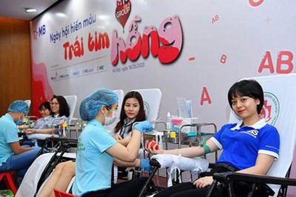 Tưng bừng ngày hội hiến máu 'Trái tim hồng' của MB Group