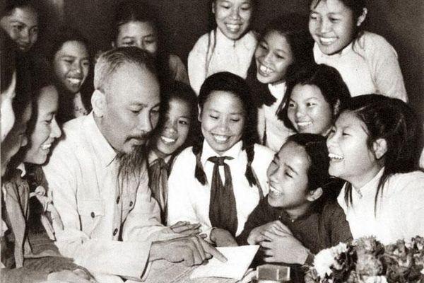 Hình ảnh xúc động về Chủ tịch Hồ Chí Minh với nhân dân Thủ đô