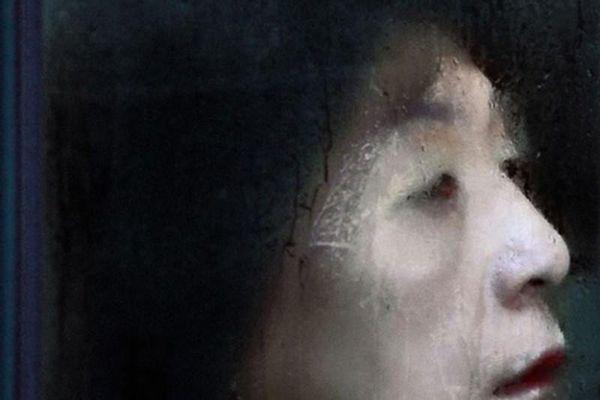 Tàu điện ngầm Tokyo giờ tan tầm ám ảnh như phim kinh dị