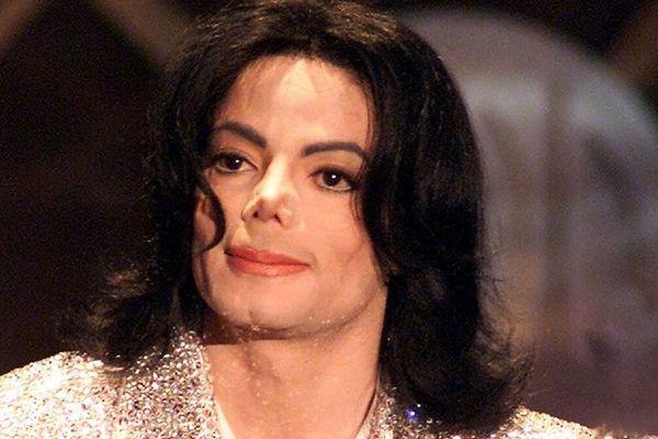 'Michael Jackson khóc nhiều, luôn thấy lạnh trước khi mất'