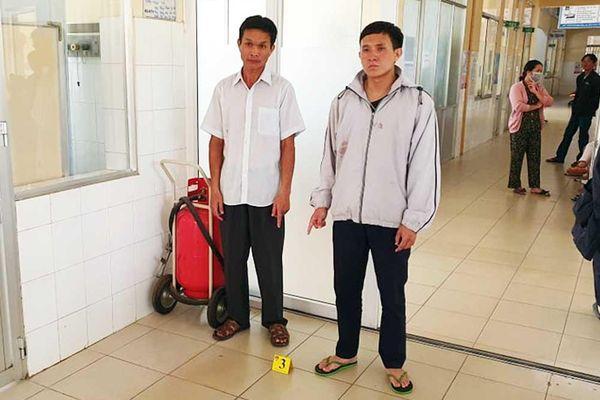 Khởi tố hai cha con đánh bảo vệ, điều dưỡng bệnh viện Lâm Đồng