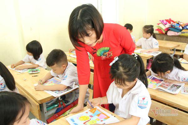 Giáo viên bỡ ngỡ trong lần đầu tiên được chọn sách giáo khoa