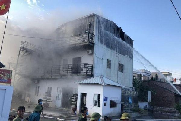 Cháy lớn tại xưởng giày da ở Hải Phòng