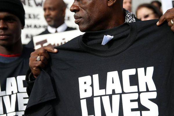 Starbucks cấm nhân viên mặc trang phục ủng hộ phong trào Black Lives Matter