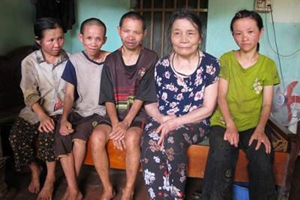 Thương cảnh mẹ già và 4 người con dị tật là nạn nhân chất độc da cam