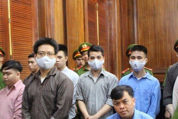 Toàn cảnh phiên sơ thẩm xét xử đại gia đeo nhiều vàng giả nhất Việt Nam Phúc XO