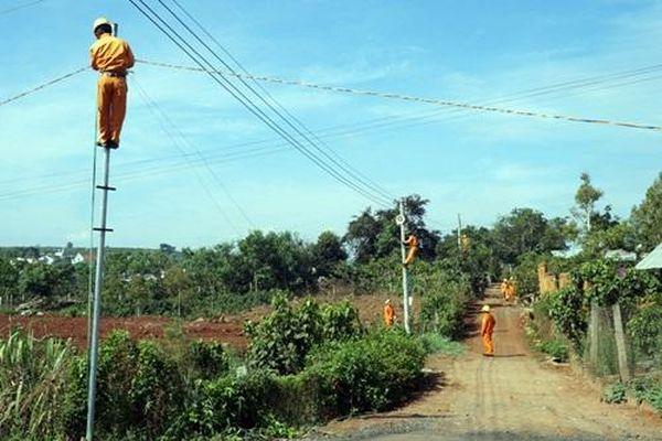 Công ty Điện lực Lâm Đồng thực hiện 35 công trình 'Thắp sáng đường quê'