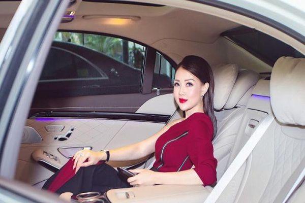 Choáng với buổi lễ bàn giao xe sang cho nữ doanh nhân trẻ Bùi Quỳnh Anh