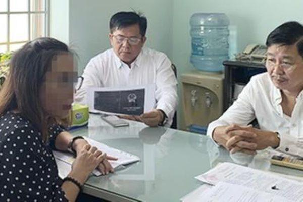 Một bác sĩ nghi dùng bằng giả