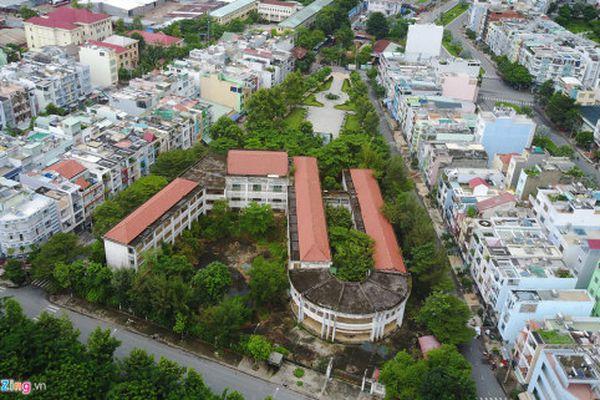Cảnh u ám trong ngôi trường 20 tỷ bị bỏ hoang ở Sài Gòn