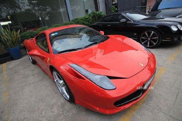 'Hàng hiếm' Ferrari 458 Italia đỏ rực trên phố Sài Gòn