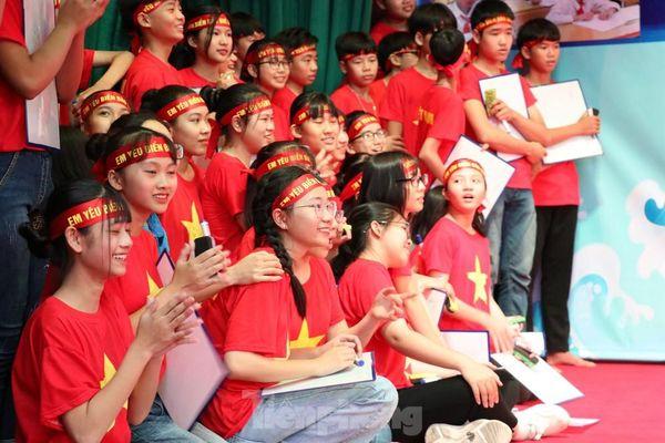 Bồi đắp tình yêu biển đảo cho học sinh