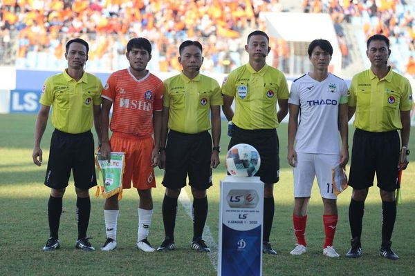 Vòng 7 V-League 2020: Nỗi lo mang tên 'những vị vua áo đen'