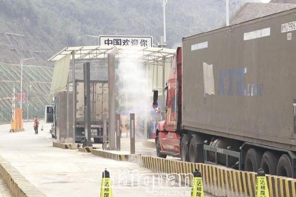 Phương tiện chở hàng hóa sang cửa khẩu Pò Chài phải có Giấy phép vận tải loại C