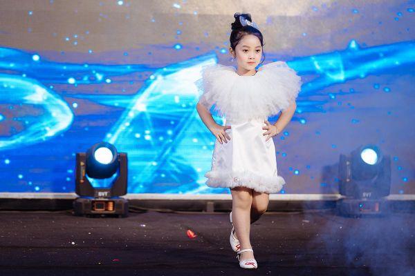 Dàn thiên thần nhí xinh như búp bê tại Asia Festival