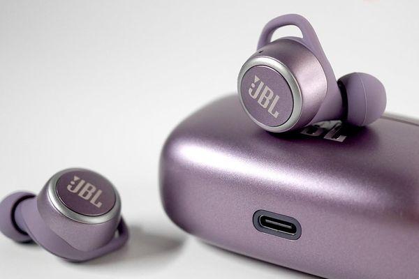 JBL Live 300 TWS - Nhiều công nghệ, sound 'an toàn', đáng mua trong tầm giá