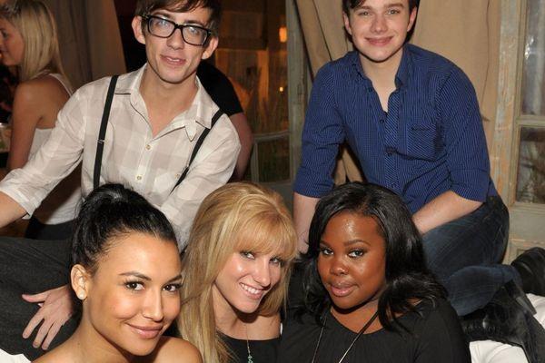 Dàn cast Glee cùng cầu nguyện sau khi nữ tài tử Naya Rivera mất tích giữa hồ